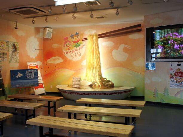 ラーメン丼型ベンチ