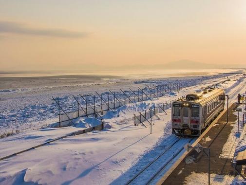 オホーツク海に一番近い駅 JR釧網本線「北浜駅」