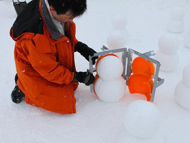 ミニ雪だるま製造体験コーナー