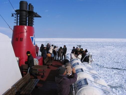 流氷観光砕氷船「おーろら」デッキ