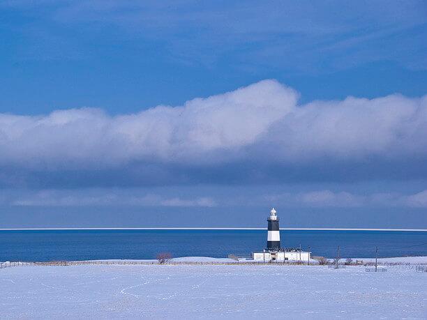 白い大陸と化し神秘的な光景に変貌したオホーツク海