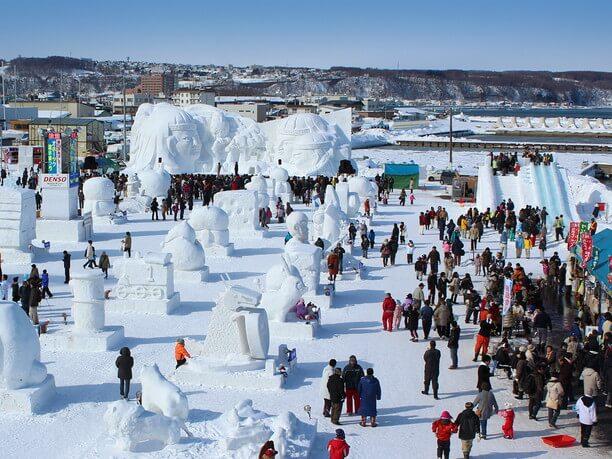 流氷観光客で賑わう「流氷まつり」