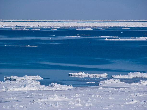 水路が開き船舶が運航できる「海明け」