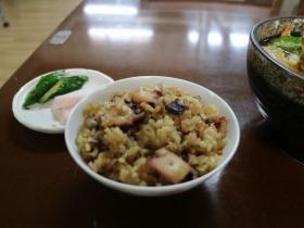 人気のサイドメニュー「たこ飯」