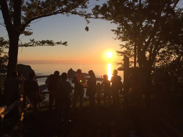 10人ほどでギュウギュウになる夕陽台の展望台