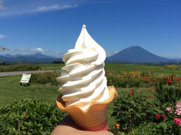 自然の中でソフトクリーム