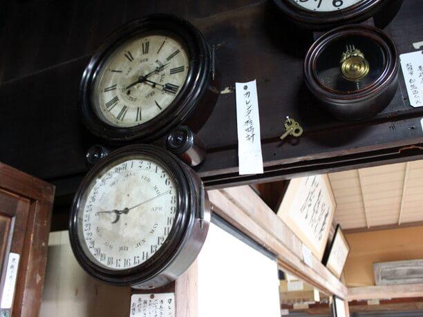カレンダー柱時計
