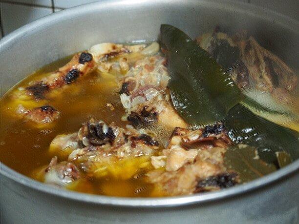 豚骨と鶏ガラを10時間煮込んだブイヨン