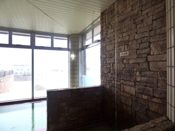 自然石を使った露天風呂