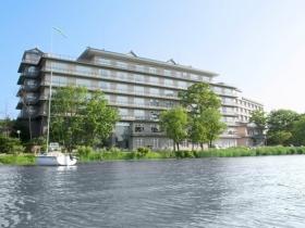 湖畔に浮かぶ温泉付きホテル
