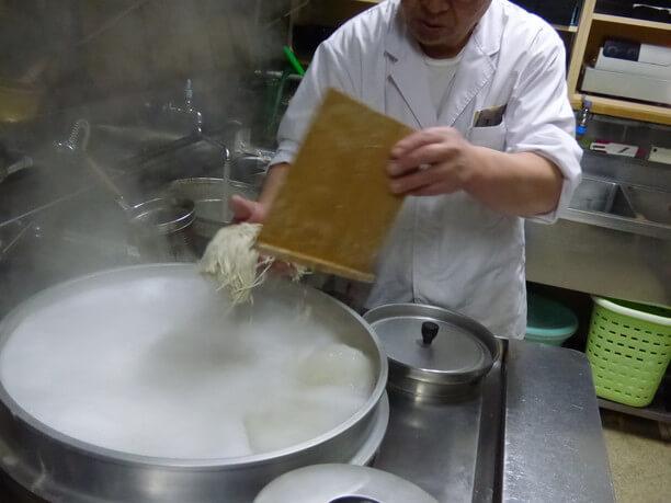 蕎麦をゆでる