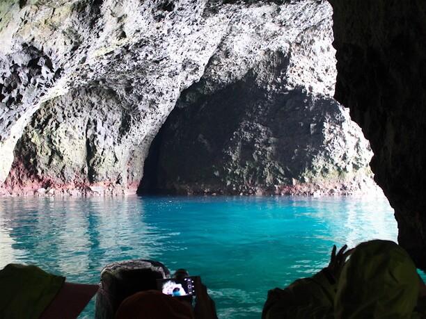 幻想的な光景が見られる「青の洞窟」