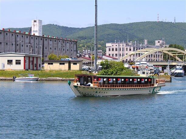 小樽港内を周遊する屋形船「かいよう」