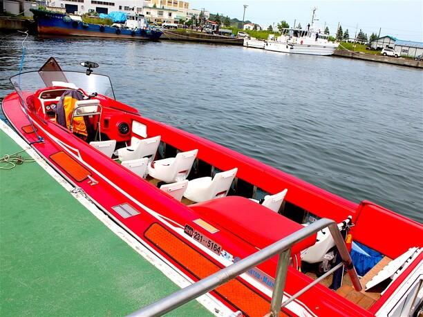 ボートレースにも使われる馬力のあるパワーボート