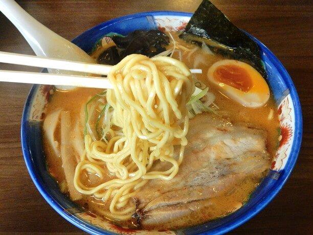 スープと一体となった麺が最高のラーメン