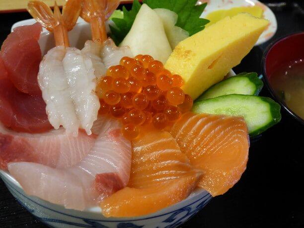 新鮮な海鮮丼