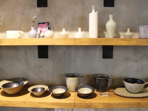 北海道から旅立った陶芸家ら、40人ほどの作品