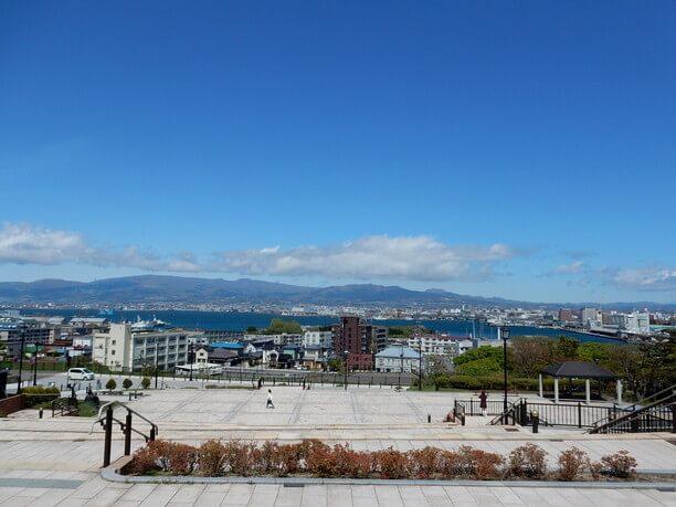函館港や市街地を一望できるビュースポット