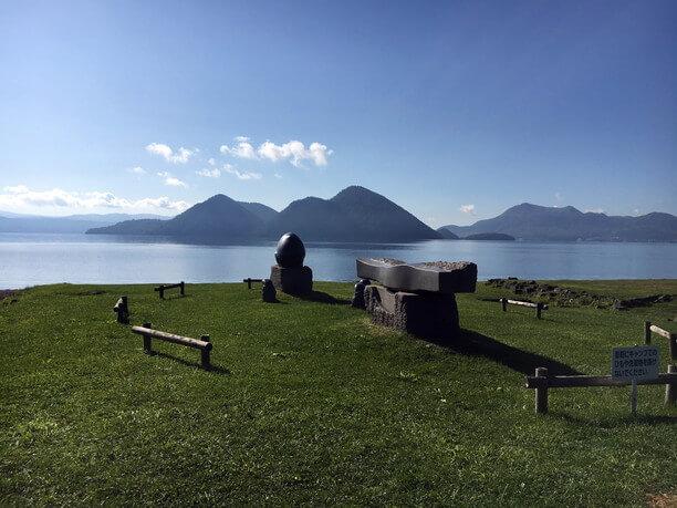 美しい湖水をたたえるカルデラ湖