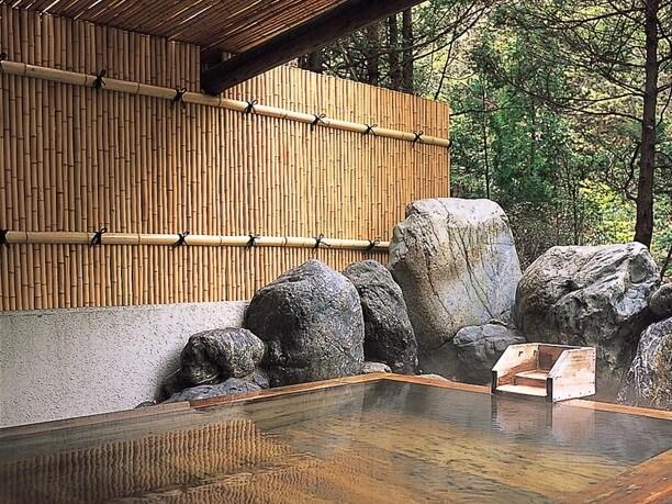 硫黄泉の檜風呂