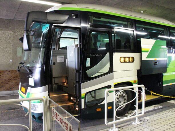 バス搭乗口