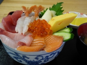 自慢の海鮮丼