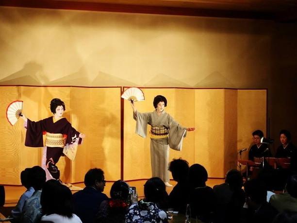 札幌芸者衆の踊り