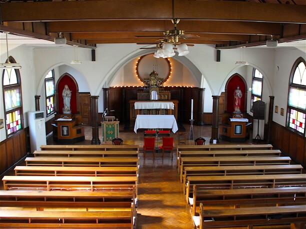 荘厳な雰囲気の礼拝堂