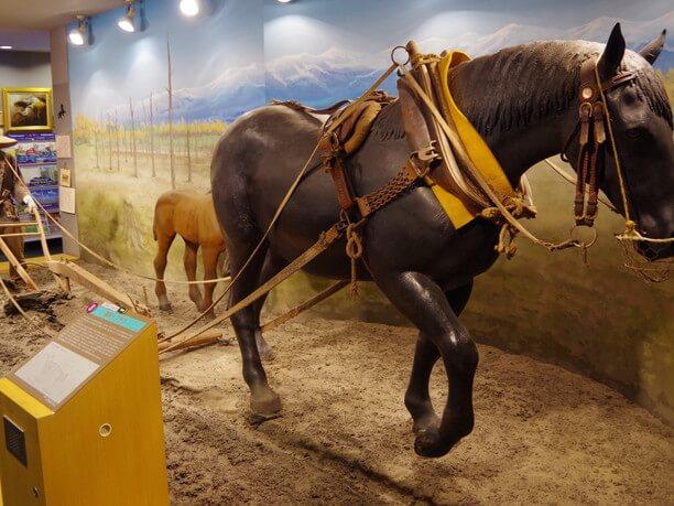 作り物の馬