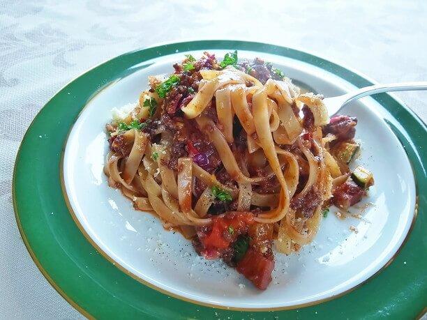 平打ちモチモチ麺の本格パスタ