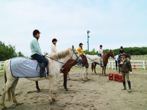 颯爽と馬に跨った基本的な姿勢