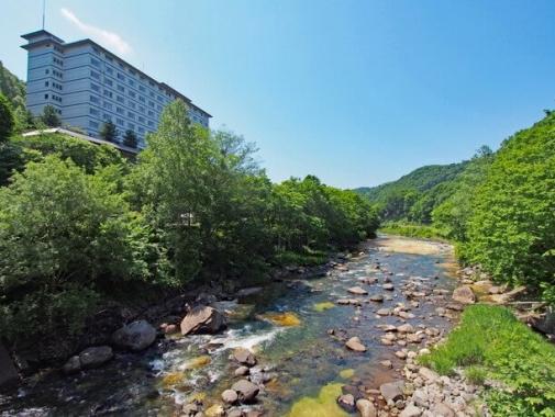 峡谷を流れる長流川