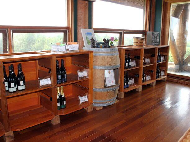 店内に並ぶ様々なワイン