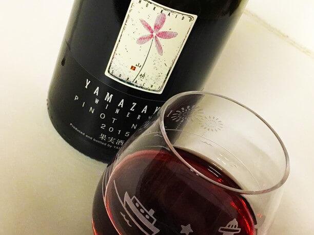 深く美しいルビー色のワイン