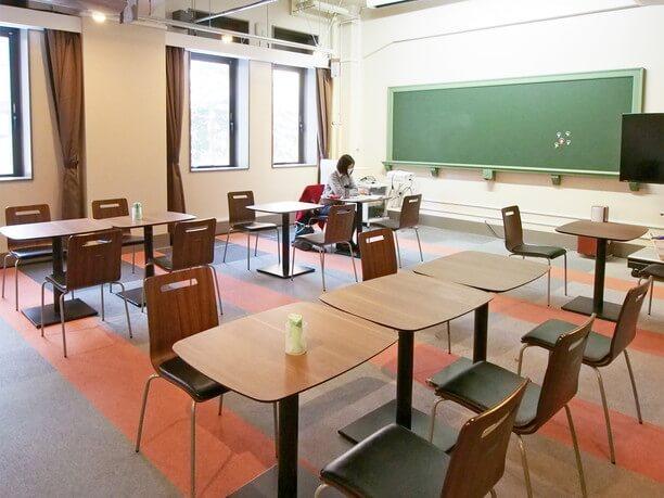 教室のような雰囲気のフリースペース