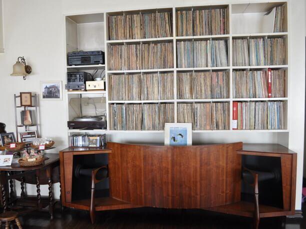 スピーカーとJAZZレコードのコレクション