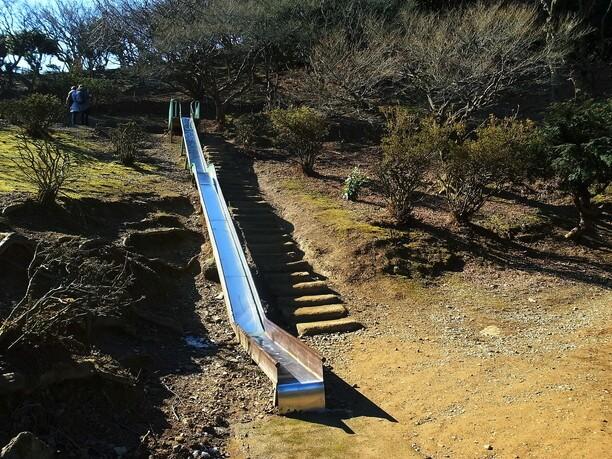長~い滑り台