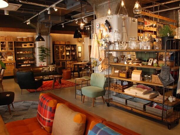 粋なアクセントが光る雑貨と家具の「クラッシュゲート」