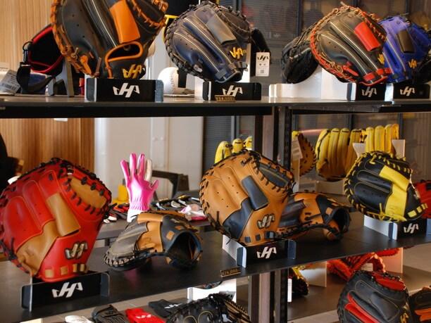 多くのプロ野球選手が愛用しているブランドのキャッチャーミット