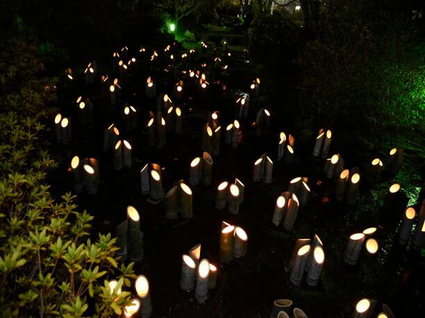 小川の灯篭