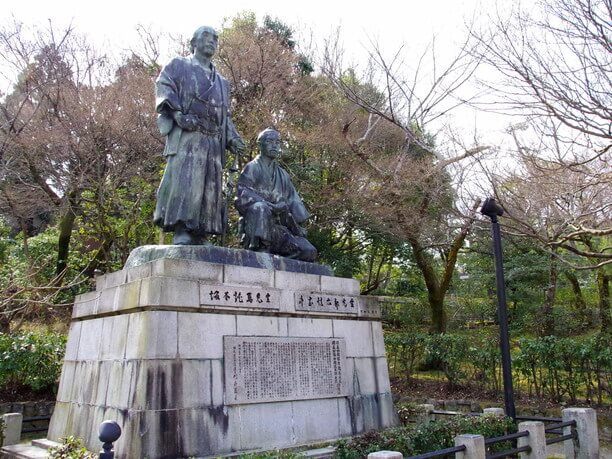 大きな銅像