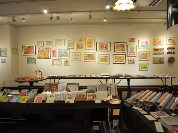 地元の学生やアーティストたちの展示