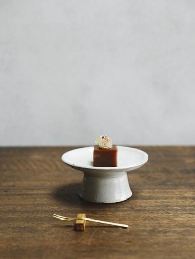 白い器と和菓子
