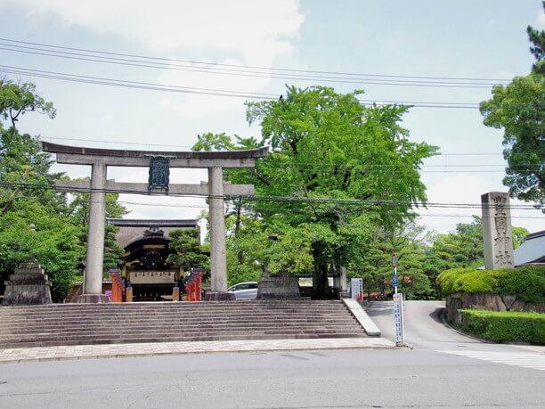 豊国神社の大きな鳥居