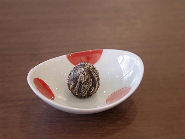 丸い茶葉の塊