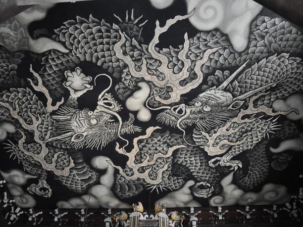 天井いっぱいに描かれた龍