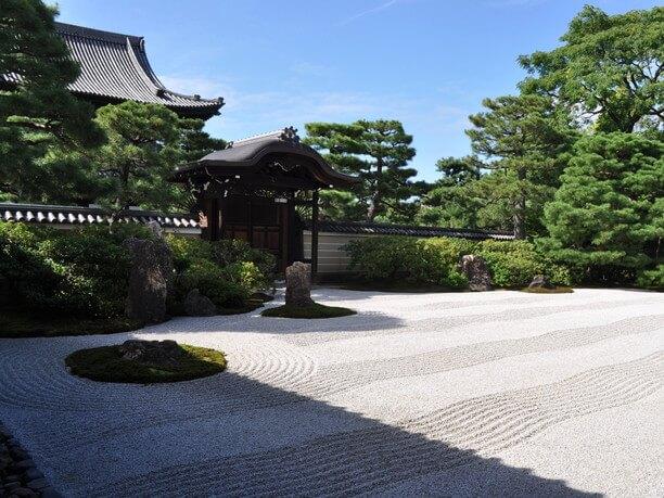 枯山水様式の庭「大雄苑(だいおうえん)」