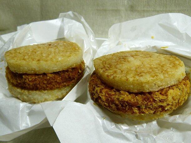 ねりものフライをお米のパンズで挟んだライスバーガー