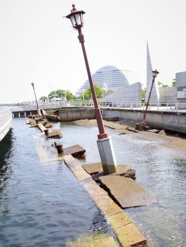 被災当時のまま状態保存されたメリケン波止場