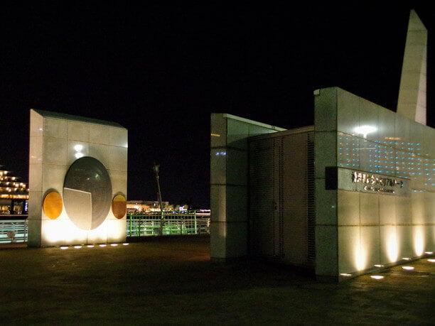 夜の神戸港